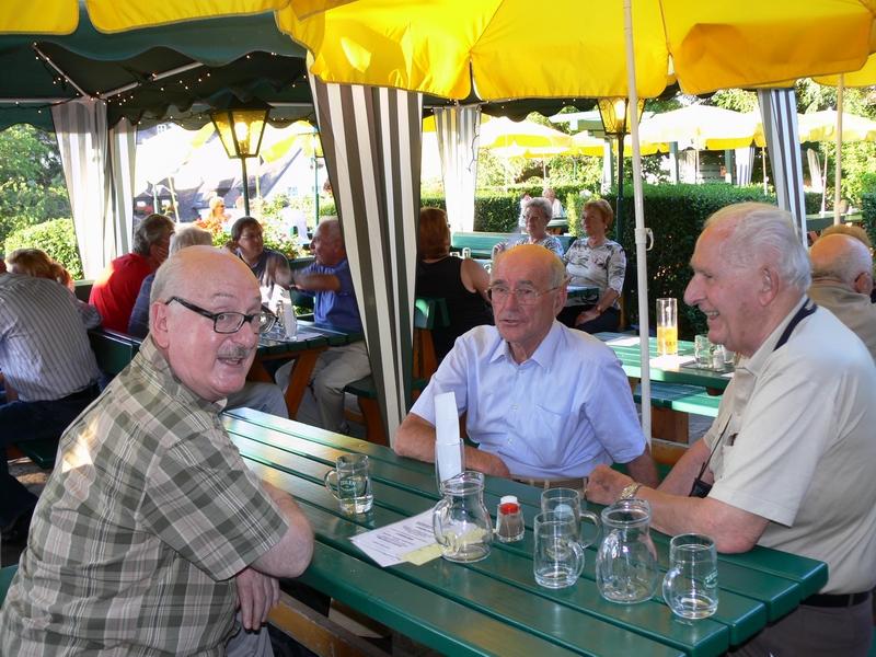 Dr. Arié gemeinsam mit Felix Dillmann - im Hintergrund (Mitte) Mickey Kaplan
